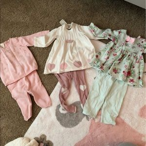 3 baby girl outfits. Size 0-3 months.